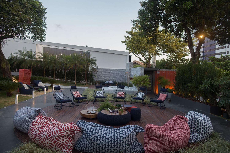 Tidelli - Casa Cor Paraíba 2017 - Poltrona Veleiro e Mesa de Centro Azul Marinho