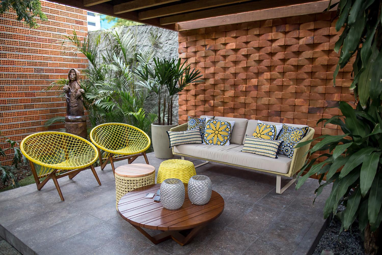 Tidelli - Casa Cor Paraíba 2017 - Cadeira Escuna Amarela, Sofá e Mesa Fusion