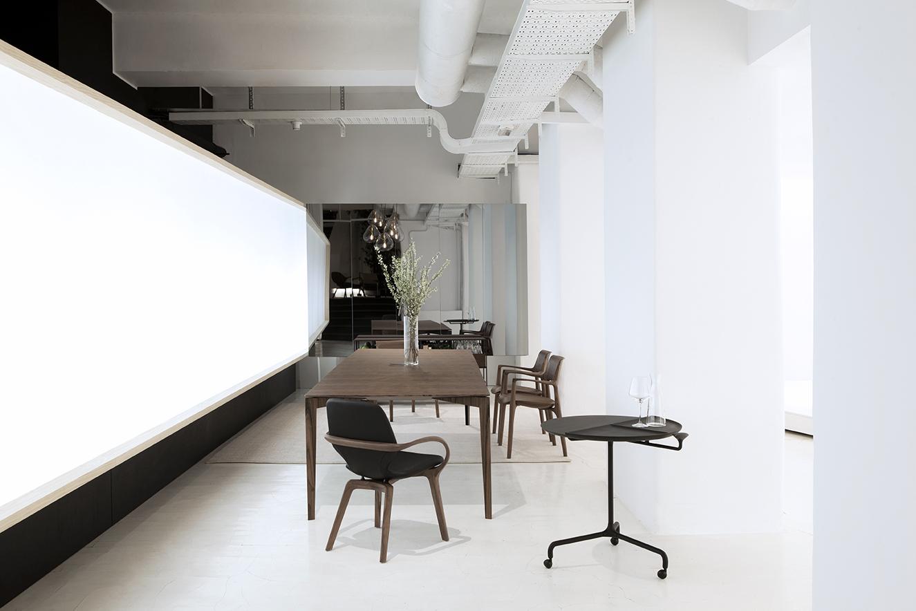 Milan Design 2017 - Jader Almeida - Cadeira Mia e Mesa Lateral Apoio Ville