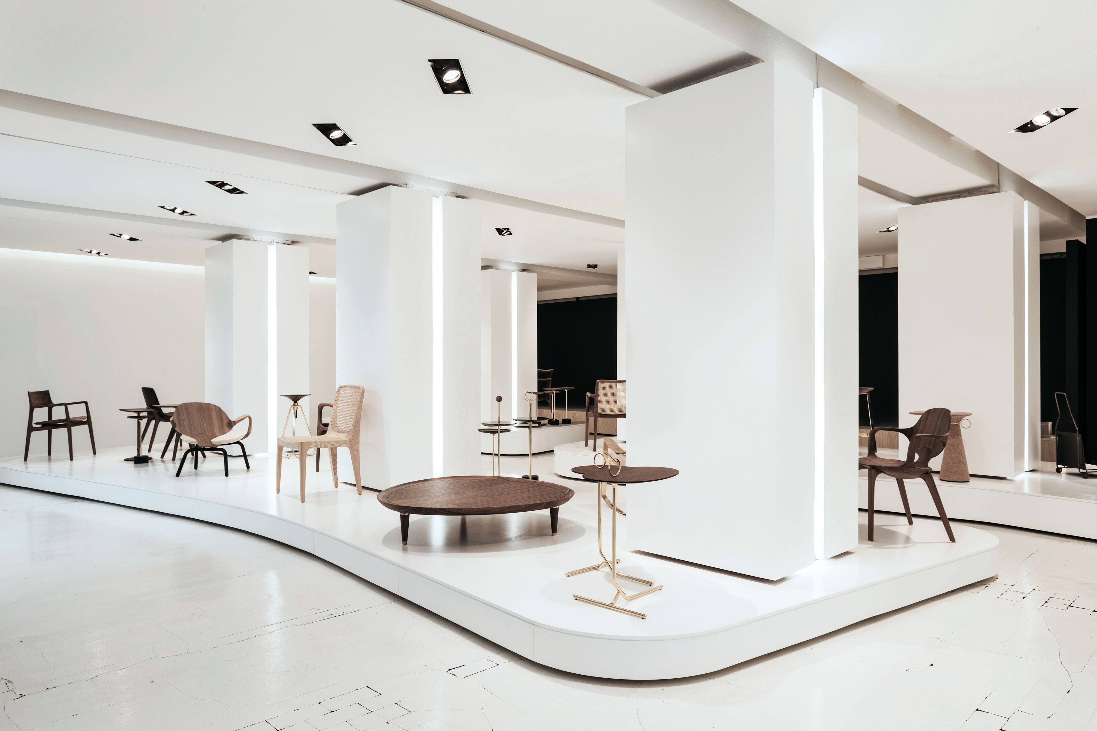 Milan Design 2017 - Jader Almeida - Mesa Lateral Asti