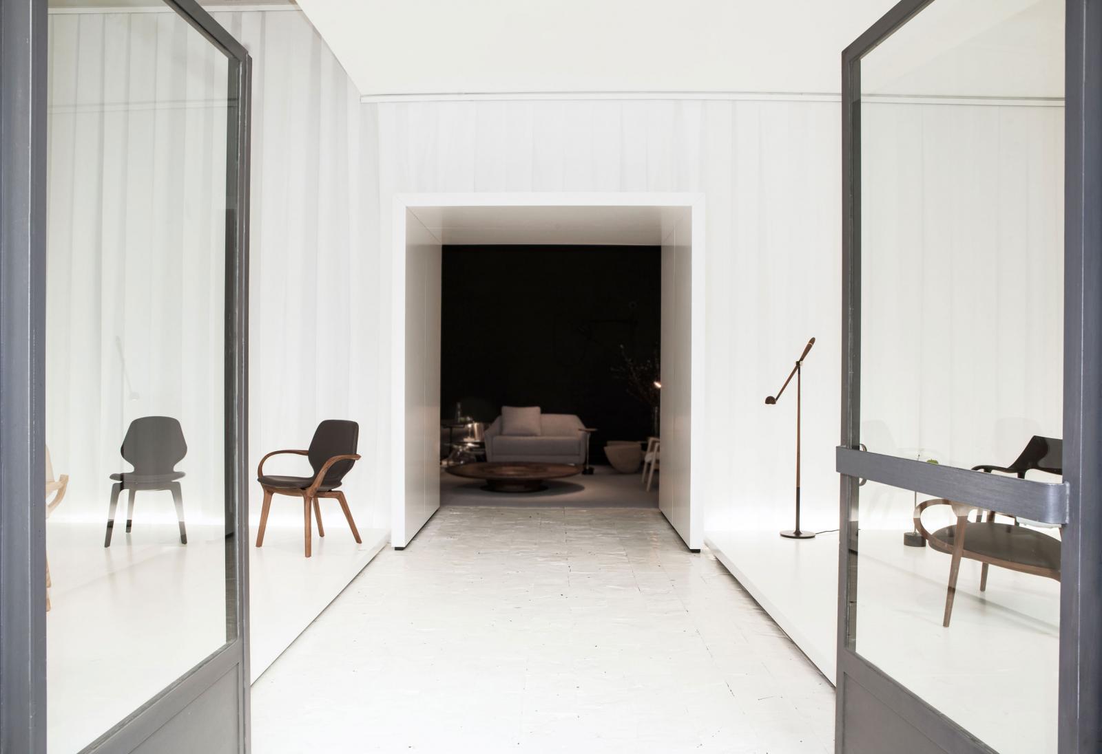 Milan Design 2017 - Jader Almeida - Cadeira Mia e Luminário Memory