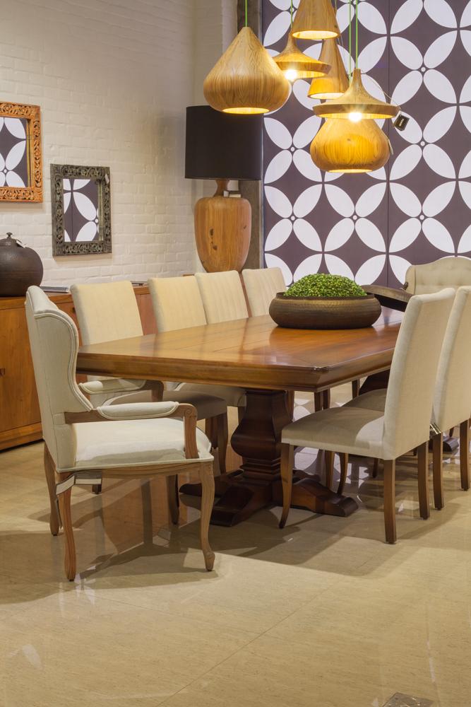 Coleção Sierra Brasilidades - Cadeira e Mesa de Jantar Madeira