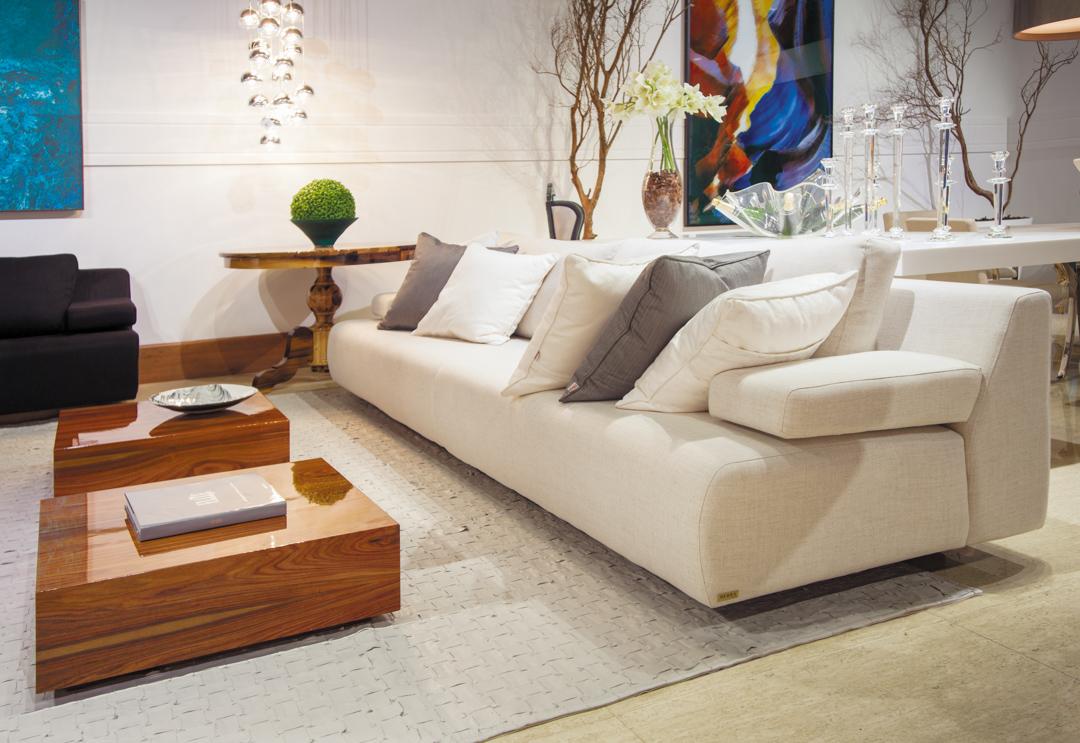 sierra-sofa-bege-mesa-centro-madeira