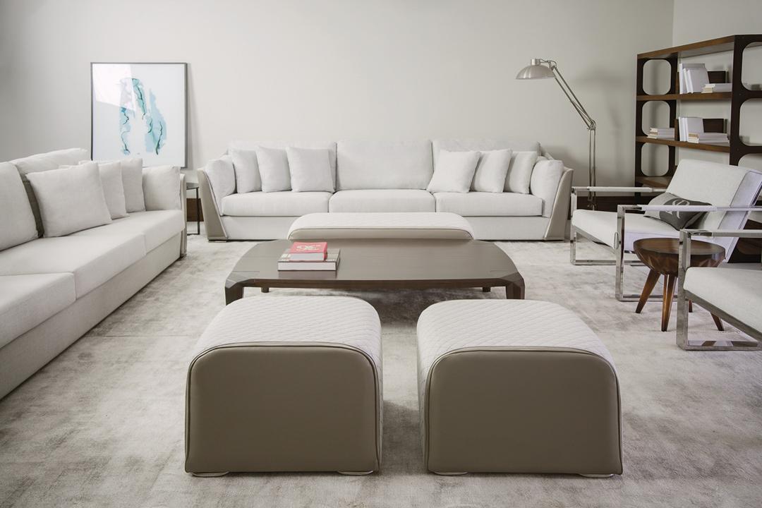 sierra-sofa-linha-54-puffs-cinza-sala