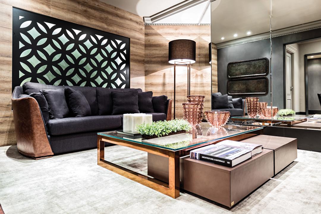 sierra-sofa-preto-couro-mesa-centro-cobre