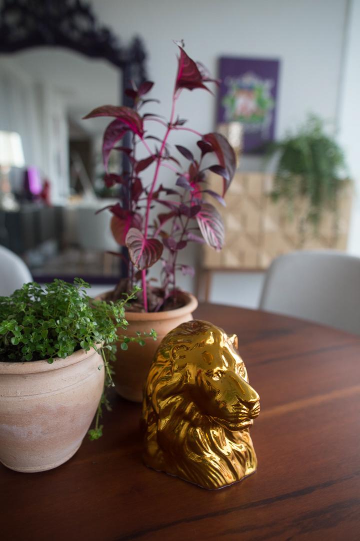 Vitrine Artcasa: Paralelo Arquitetura - Vasos e Leão Dourado