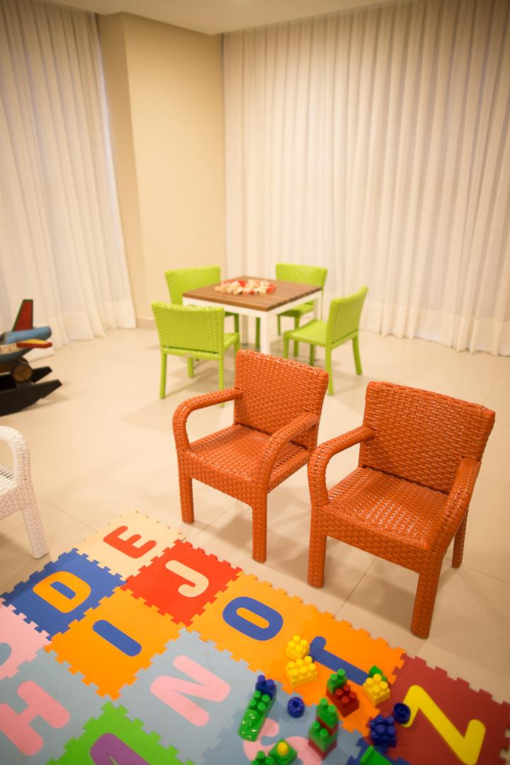 condominio-lazar-segall-debora-julinda-tidelli-kids-cadeira-laranja