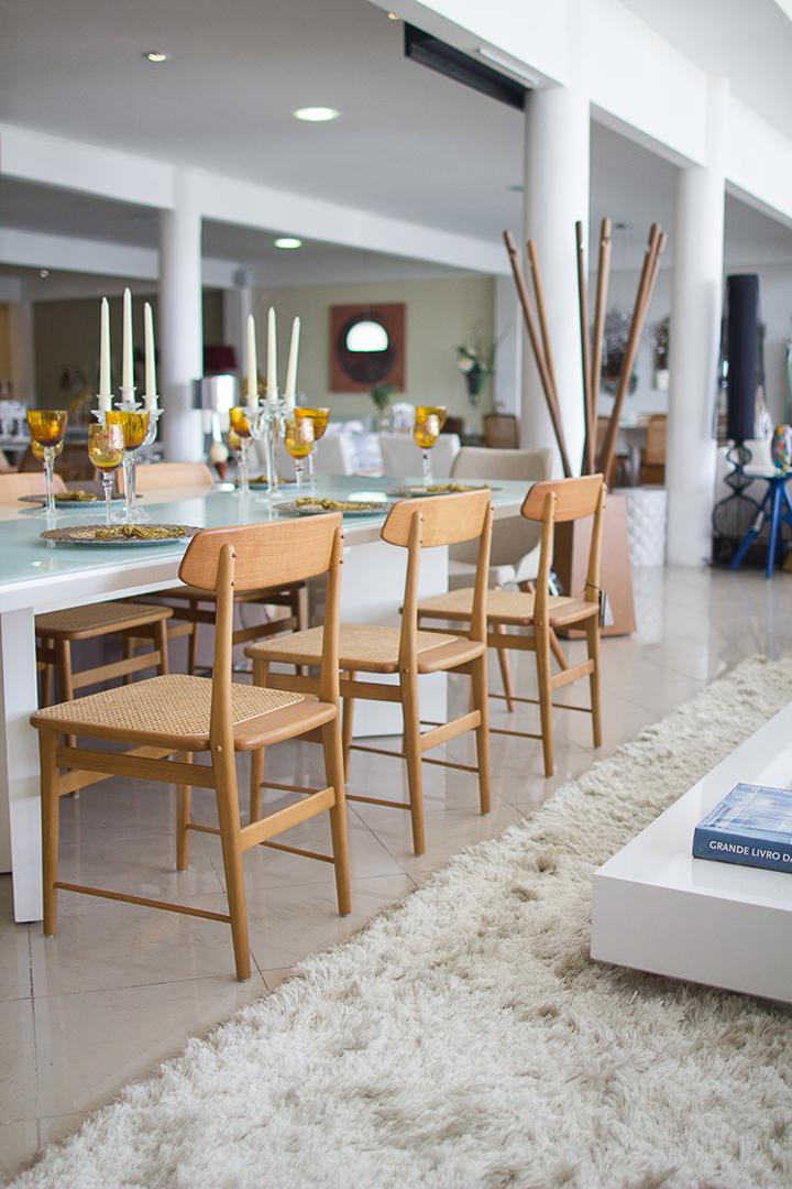 espacoa-vitrine-anne-furtado-cadeira-lucio-sergio-rodrigues-madeira