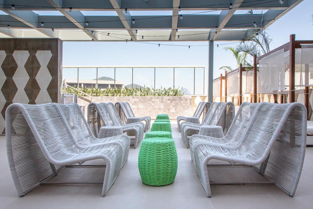 tidelli-hotel-yoo2-poltrona-pao-de-acucar-branca-puff-marina-verde