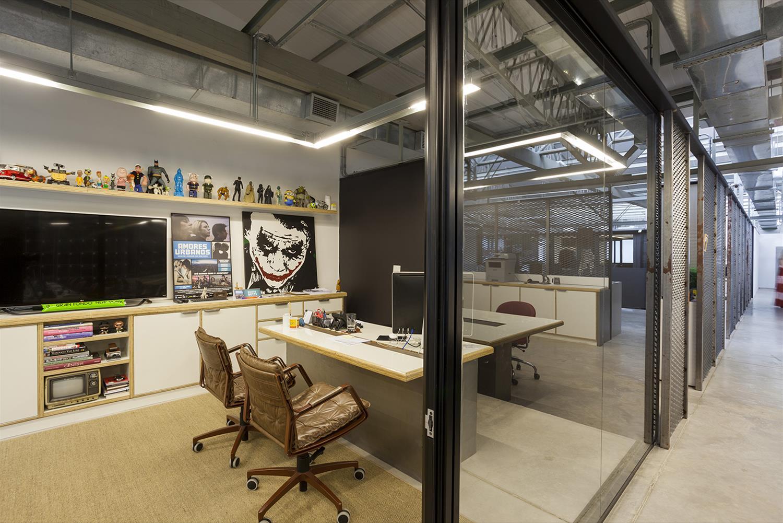 Projeto Paranoid: Sala de Reunião - Cadeiras de escritório Yoná Couro Marrom