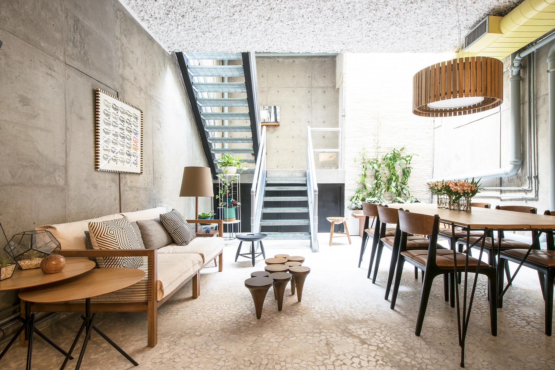 Projeto: Casa Vila Jardim: Mesa de centro Chipre, Cadeira Helga (Estudiobola)