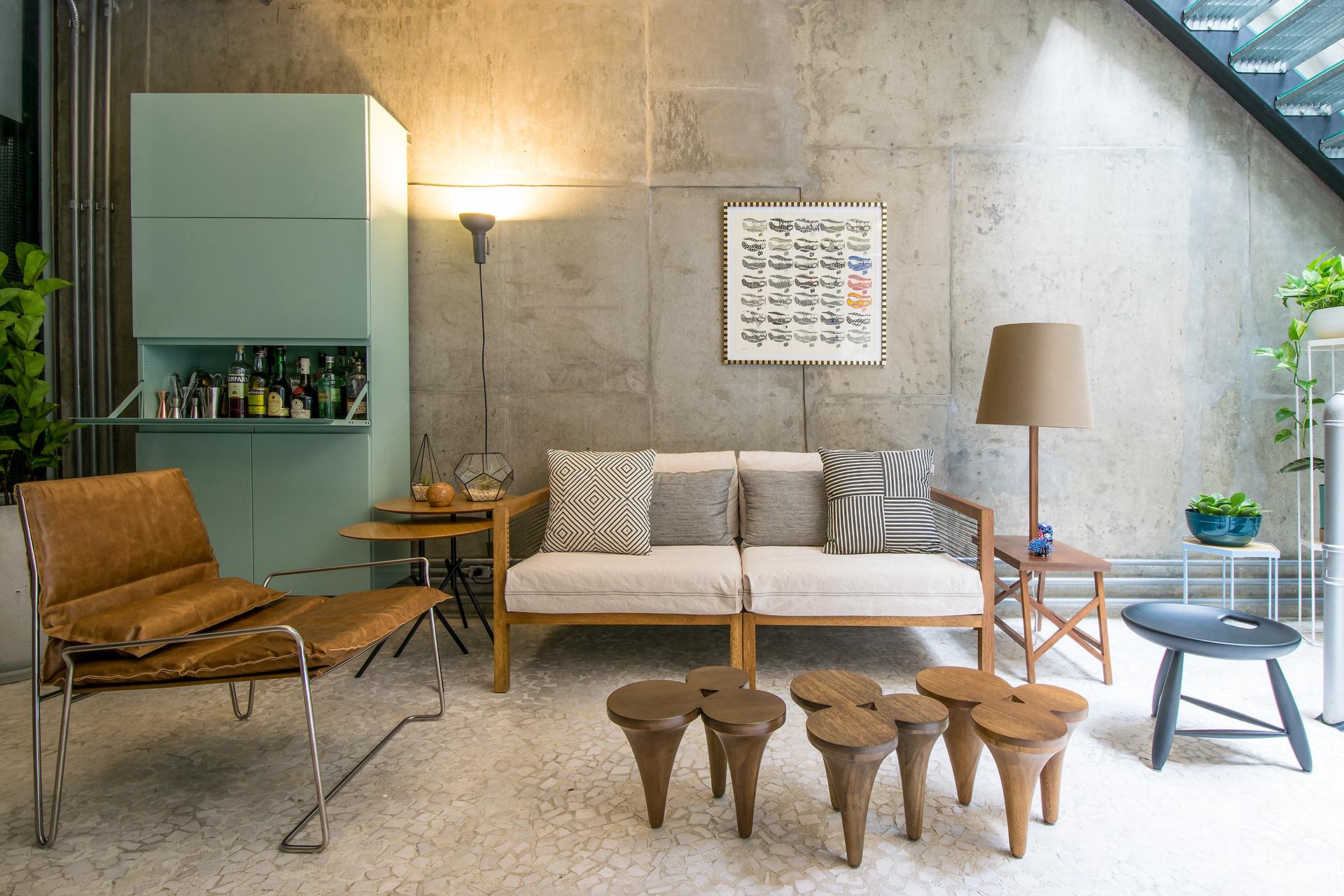 Projeto: Casa Vila Jardim: Mesa de centro Chipre, sofa (Estudiobola)